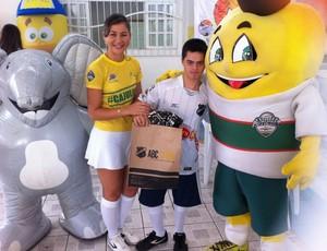 Cajulino visita Apae em Natal - mascote do Campeonato Potiguar (Foto: Divulgação/10 Sports)