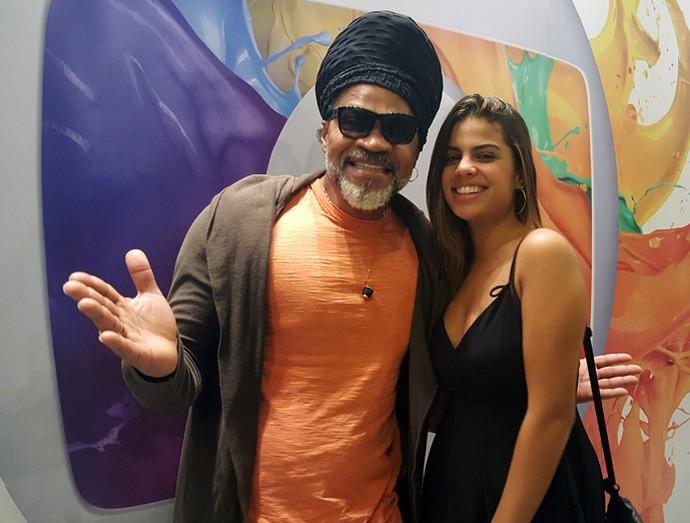 Carlinhos Brown posa ao lado da filha Clara nos bastidores da Final do 'BBB17' (Foto: Raquel Gonzales/Gshow)
