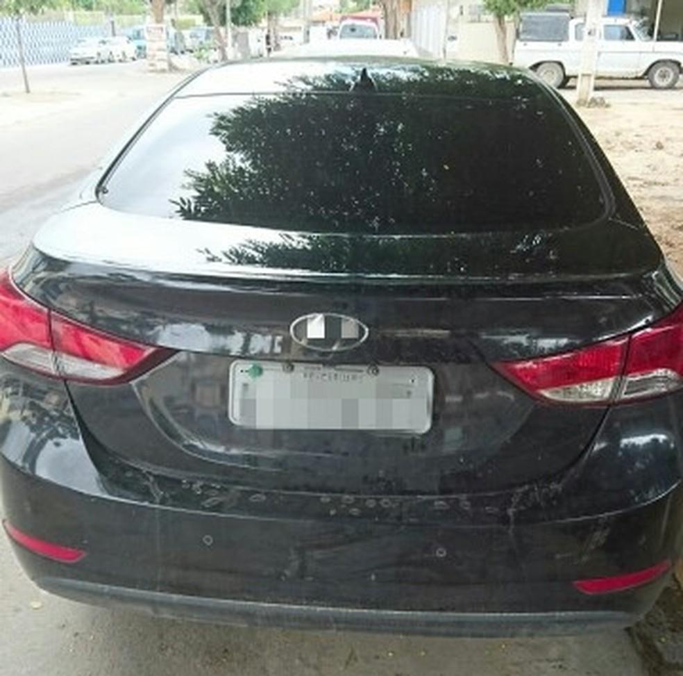Veículo apreendido havia sido roubado em Caruaru no ano de 2015 (Foto: Divulgação/PRF)