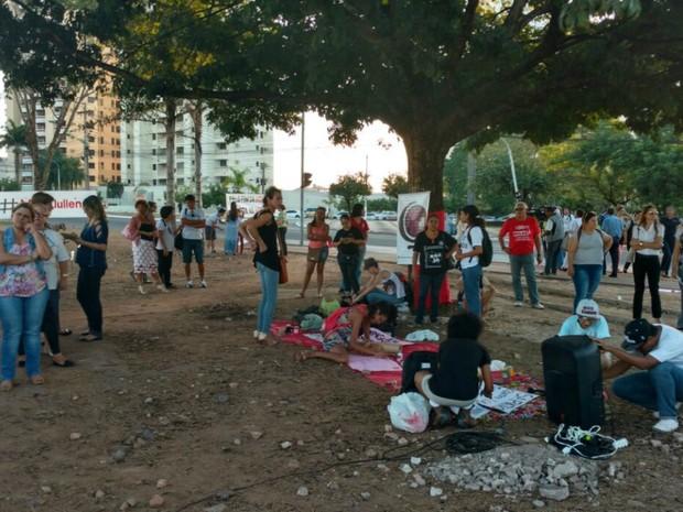 Dezenas de mulheres participaram de ato contra o estupro em Cuiabá (Foto: Lislaine dos Anjos/G1)