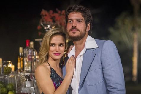 Vitória (Bianca Bin) e Rafael (Marco Pigossi) (Foto: Reprodução)