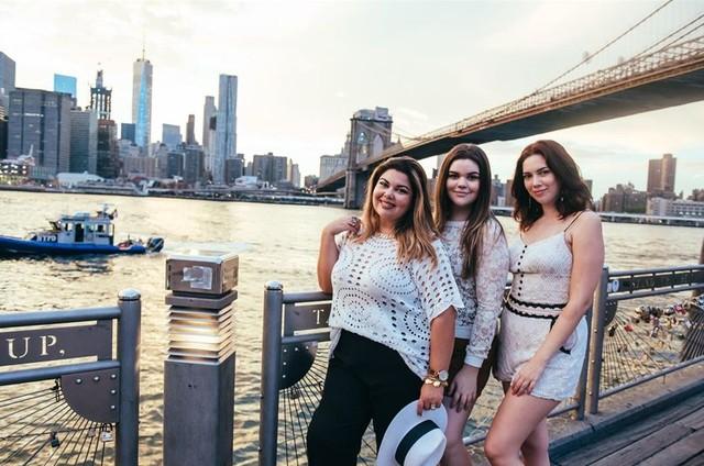 Fabiana Karla com as filhas, Laura e Beatriz (Foto: Mônica Mesquita)