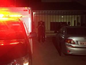Segundo polícia, cerca elétrica da casa foi violada pelo suspeito (Foto: Émerson Motta/ Rondônia Vip)