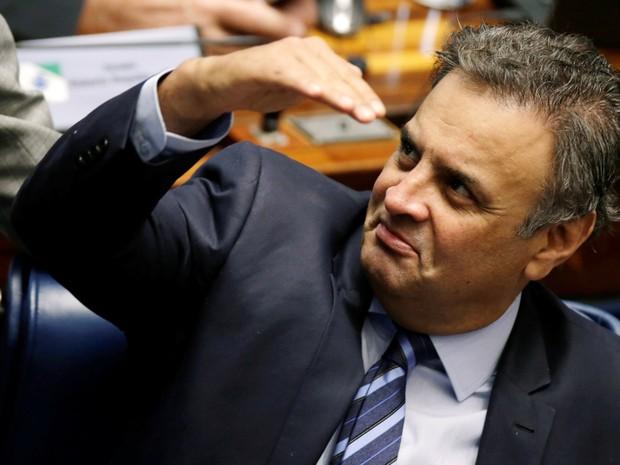 O senador Aécio Neves (PSDB-MG) durante durante sessão para votação da admissibilidade do processo de impeachment da presidente Dilma Rousseff no Senado, em Brasília (Foto: Ueslei Marcelino/Reuters)
