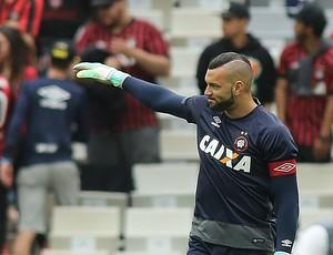 Weverton Atlético-PR (Foto: Giuliano Gomes/ Agência PR PRESS)