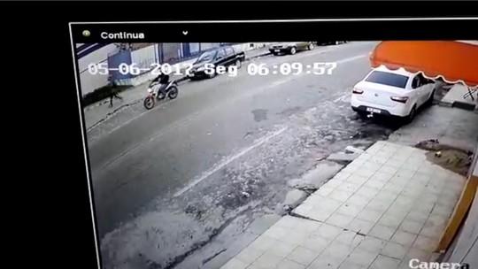 Imagens mostram PM segundos antes de ser morto por assaltantes em Natal; veja vídeo