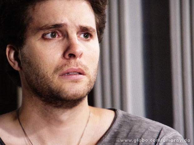 Niko fica abalado com a declaração de Eron (Foto: Amor à Vida/TV Globo)