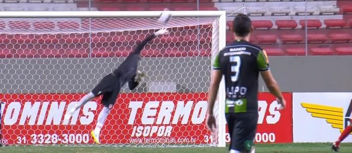 Thiago Leal, do Vila Nova-MG, é um dos candidatos a melhor defesa do fim de semana (Foto: Reprodução SporTV)