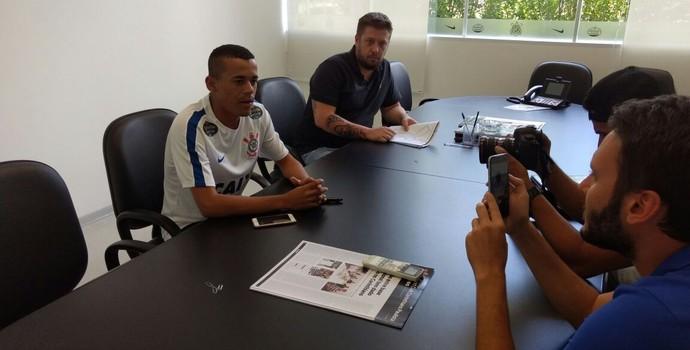 Luidy Corinthians Assinatura contrato (Foto: Divulgação/Corinthians)