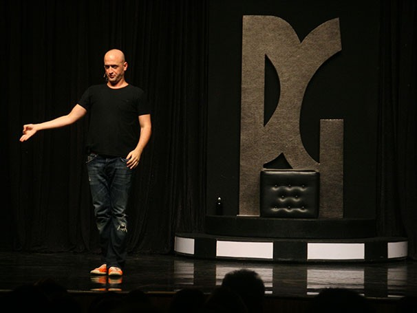 Paulo Gustavo estrela espetáculo de stand-up comedy sobre situações cotidianas (Foto: Divulgação)