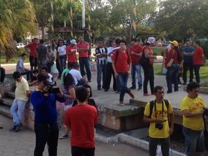 Manifestação ocorreu na Praça da Bandeira, no Centro de Macapá (Foto: Jessica Alves/G1)