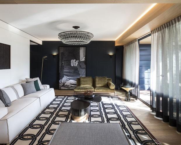 Mistura poderosa de estampas marca apartamento na França (Foto: Guillaume Grasset/Divulgação)