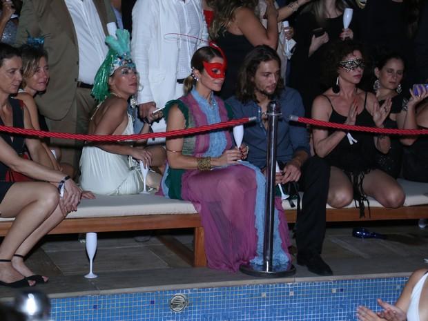 Letícia Spiller e o namorado, Pablo Vares, em baile de carnaval no Rio (Foto: Anderson Borde/ Ag. News)