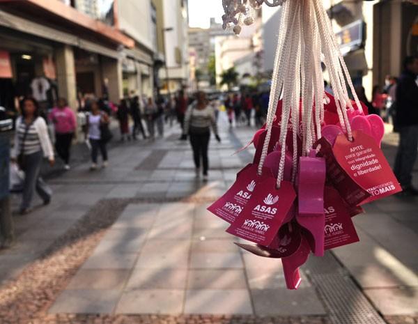 Apito é simbolo de movimento contra assédio de mulheres no transporte público em Campinas (Foto: Lucas Jerônimo/G1)