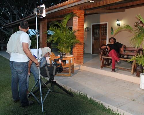Bastidores da gravação com os contores Irah Caldeira e Maciel Melo para a TV Grande Rio. (Foto: Paulo César)