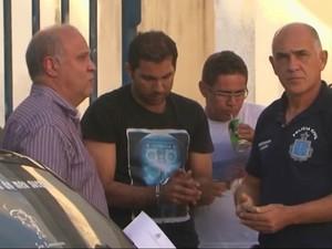 Noivo da professora foi preso por suspeita de envolvimento no crime (Foto: Reprodução/TV Bahia)