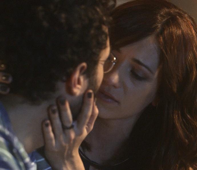 Ana Luiza consola Elio (Foto: TV Globo)