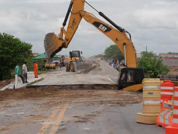 Ponte que cedeu em Riachão do Jacuípe, mas que passa por obras nesta terça-feira (26) (Foto: Alberto Coutinho/GOVBA)