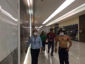 Bombeiros atenderam a ocorrência no início da tarde no Midway Mall (Foto: Larissa Aguiar/G1)