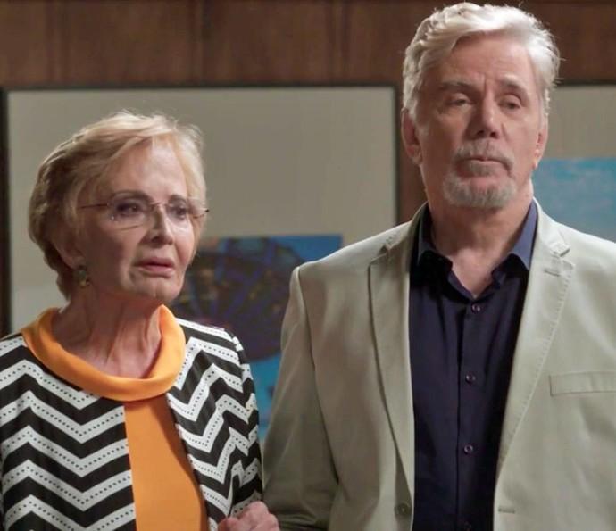 Stelinha e Maurice voltam para ajudar Arthur (Foto: TV Globo)