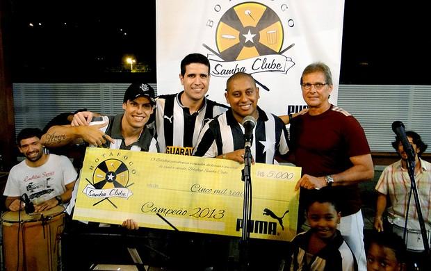 Oswaldo de Oliveira na escolha de samba do Botafogo (Foto: Divulgação / Botafogo)