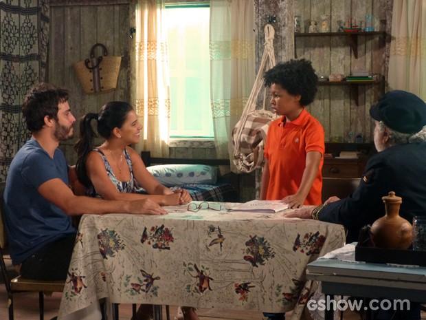 Nilson adora saber que não vai mais ser 'filho de chocadeira' (Foto: Além do Horizonte/TV Globo)