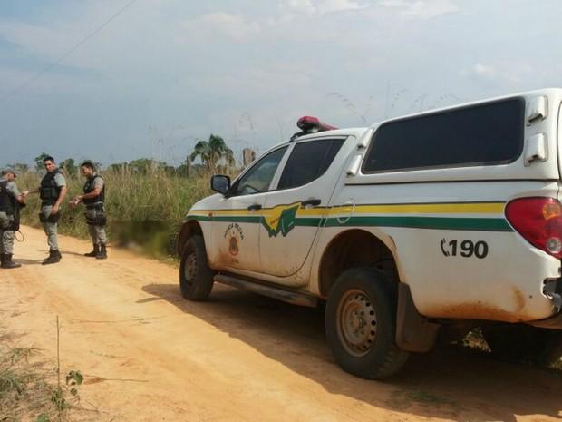 Mulher foi achada morta em ramal na capital acreana  (Foto: Yuri Marcel/G1)