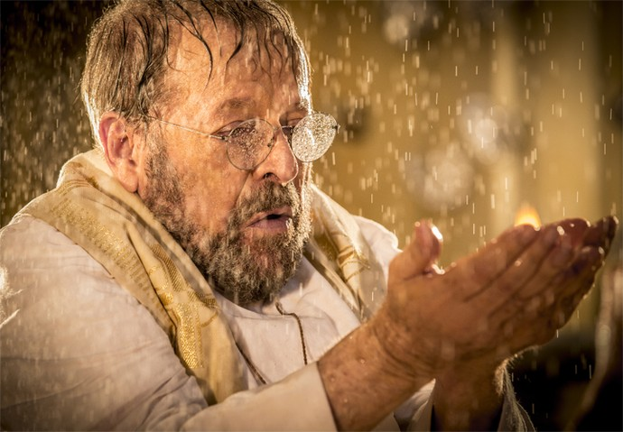 Carlos Vereza interpretou o padre Benício (Foto: Felipe Monteiro/ Gshow)
