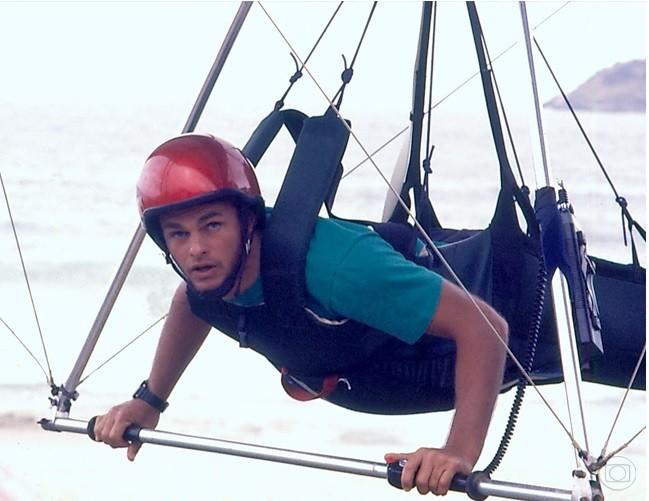 Kadu Moliterno como Juba, em Armação Ilimitada (Foto: TV Globo)