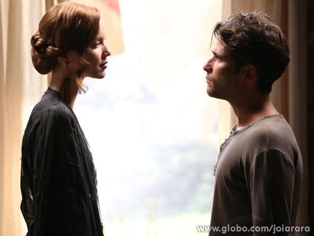 Sílvia encontra Franz em Campos e diz estar apaixonada por ele (Foto: Joia Rara/ TV Globo)