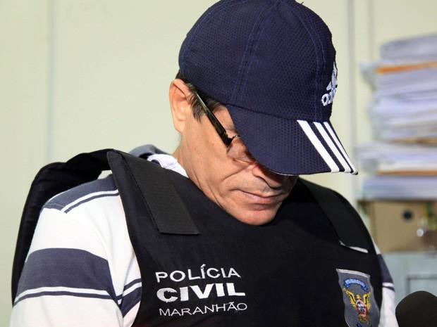 Acompamhando pelo advogado, corretor entregou-se à polícia nesta segunda-feira (24) (Foto: Diego Chaves/O Estado)
