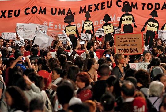 Protesto em São Paulo. Mulheres pressionam por investigações livres de  machismo (Foto: Miguel Schincariol)