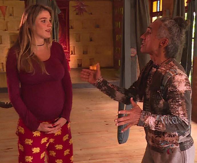 Rafa Brites conversa com o professor de ioga Edson Moreira (Foto: TV Globo)