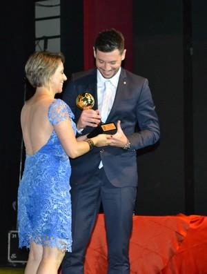 Simi, prêmio os melhores do futsal 2013  (Foto: João Áquila / GLOBOESPORTE.COM)