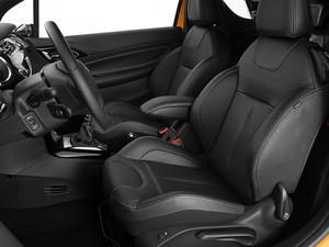 Para a categoria, Citroën DS3 tem espaço interno favorável aos passageiros (Foto: Divulgação)