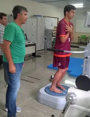 Meia já passou por exames médicos e assinou contrato com o Boa Esporte (Foto: Divulgação Boa Esporte)