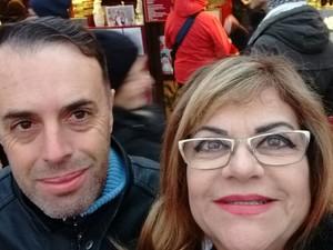 Marisa e o marido, Paulo Sergio, fazem selfie em uma das viagens internacionais, poços de caldas (Foto: Marisa Garcia Pereira/Arquivo pessoal)