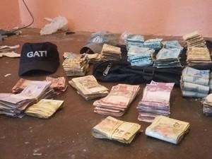 Mais de R$ 154 mil foi preso com dois dos suspeitos em Garanhuns, Agreste de Pernambuco (Foto: Divulgação/ Polícia Militar)