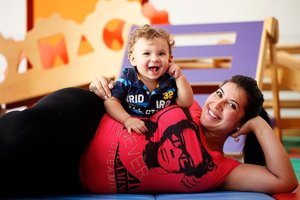 Priscila Pires e o filho Gabriel posam para o EGO (Foto: Marcos Serra Lima/EGO)