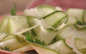 Como fazer salada crua de abobrinha