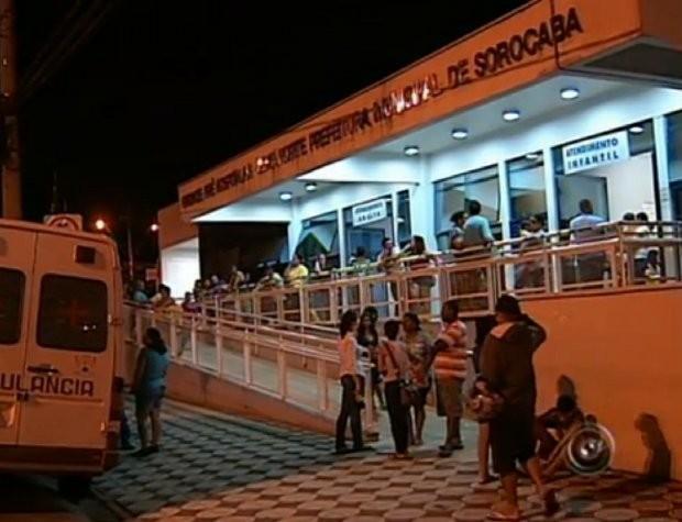Pacientes chegaram a esperar cerca de cinco horas para passar por atendimento (Foto: Reprodução/TV Tem)