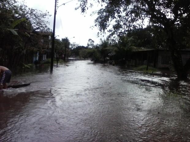 Ruas da cidade estão inundadas (Foto: Ney Santos/ Arquivo pessoal)