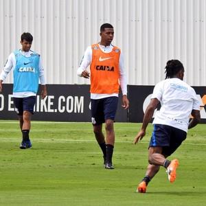Carlinhos faz primeiro treino com bola e fica perto de retorno ao Corinthians