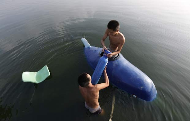 Agricultor chinês Zhang Wuyi construiu um submarino caseiro. (Foto: Jason Lee/Reuters)
