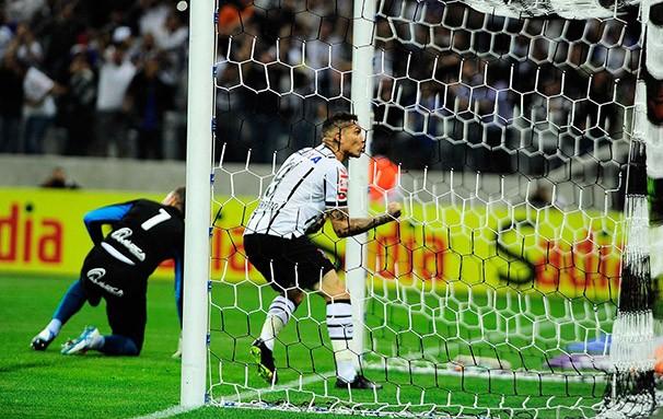 Guerrero, que marcou na goleada contra o Goiás, está sendo sondado por clubes europeus (Foto: Marcos Ribolli / reprodução globoesporte.com)