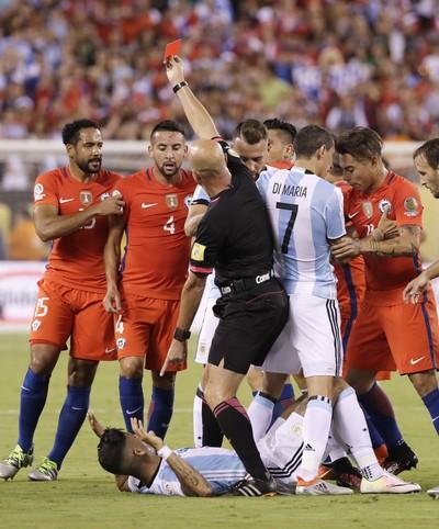 Heber Roberto Lopes Rojo Argentina x Chile (Foto: AP)
