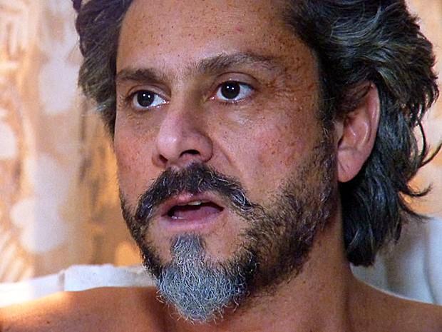 O comendador não acredita na ousadia da mulher (Foto: Tv Globo)