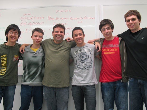 Excelência em matemática: alunos que vão representar o Brasil na Olimpíada Internacional de Matemática (Foto: Vanessa Fajardo/ G1)