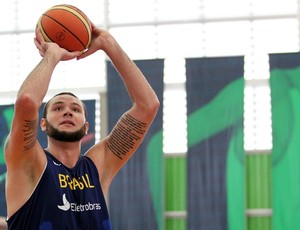 Caio Torres basquete sele&#231;&#227;o brasileira treino  (Foto: Gaspar N&#243;brega/Inovafoto)
