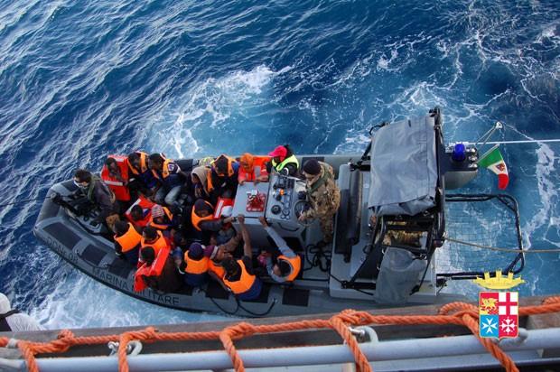 Marinha italiana resgatou mais de mil imigrantes em 24 horas (Foto: Italian Navy/AFP)